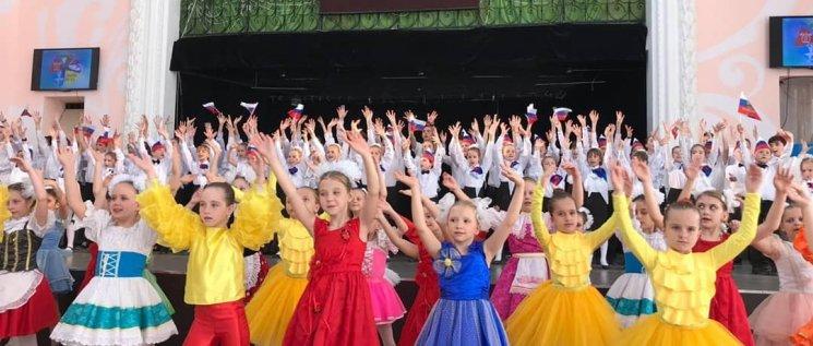 В Молодежном центре состоялся праздничный концерт посвящённый 15-летию Детской школы искусств №12.