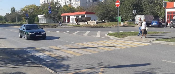 Олег Бойченко совместно с Сергеем Прокопенко  и координатором партийного проекта в рамках реализации нацпроекта «Безопасные и качественные дороги» провели мониторинг строительства автодорог в мкр. Гидростроителей.