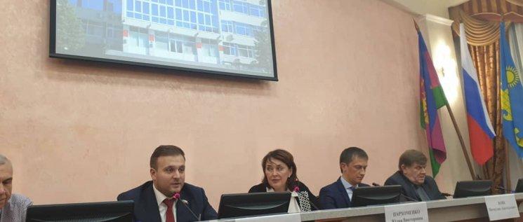 Олег Бойченко принял участие в отчете коллеги по краевому парламенту Юлии Пархоменко перед избирателями в южном округе.